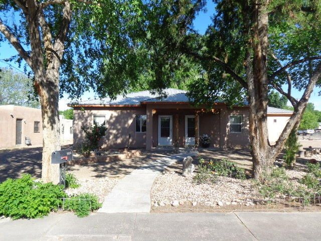 Welcome to this lovely single story home in beautiful North Valley built in 2007 by Rudy Garcia. Amazing opportunity.  Corner lot on .29 Acre w/backyard access. Versatile floorplan.  Open kitchen/living/dining room area, possible 3 bedroom/office/living room. Jack and Jill bath between bedroom 1 and 2 with tub and separate shower and separate sinks, large walk in closets. Get creative with use of floorplan. Short driving distance to La Montanita Co Op.