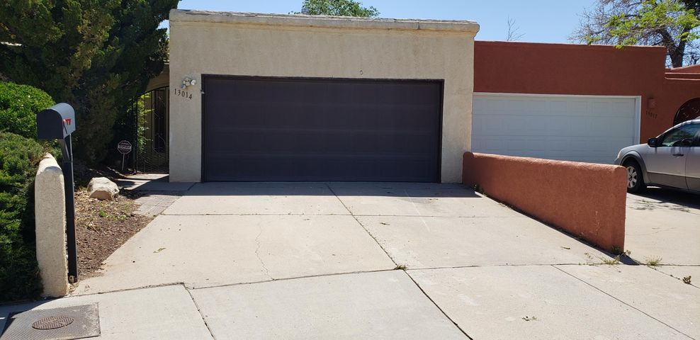 Home needs some updating but what an amazing find so much potential here! Spacious rooms, private yard, near schools, shopping and parks, huge living room with fireplace, 2 garage, private courtyard entry. Excellent Price! Come take a look!