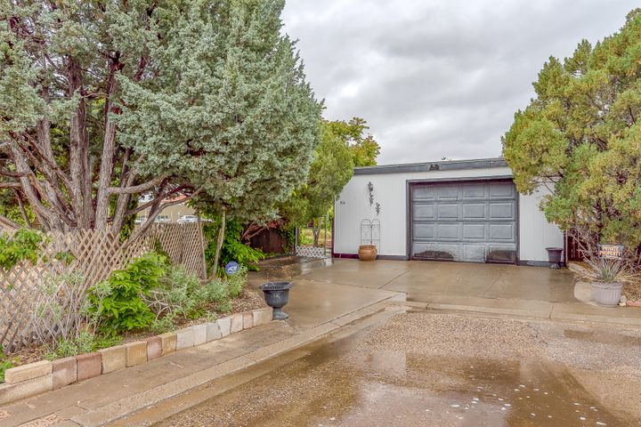 Beautifully maintained home in an excellent location close to shopping, restaurants and Highway 528. Fantastic island kitchen, large utility room, and expansive covered patios on both sides of home. All appliances stay. Oversize one car garage (24x20) plus storage shed.