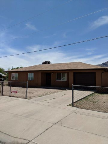 Clean, cute, and move in ready. This 3 bedroom 1 bath home has some recent upgrades including new windows, and interior touches. Single car garage, plenty of space in both the front and back yard. Don't miss this one.