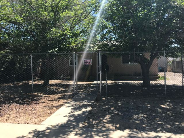 Seller will consider REC with 15k down payment and 5 year call. $950 monthly PITI.House needs some work but is conveniently located near I25 and I40. OWNER FINANCING at ''$120,000 Sales price'' WITH $15,000.00, PAYMENT $950 INCLUDING TAXES AND INSURANCE, 5 YEARS TO REFINANCE.