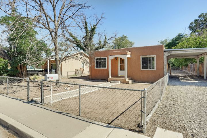 LOCATION!! Cozy home in the Valley, with a HUGE backyard and backyard access! Features include 2 bedrooms, hard wood floors, updated kitchen, granite counter tops, appliances, ditch irrigation rights and a covered patio deck. Come see this great home before it's gone!