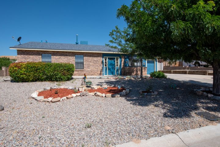 What a beauty! PRIDE OF OWNERSHIP is evident on This home. Terrific cul-de-sac location with HUGE LOT nearly 1/2 acre with BACKYARD ACCESS* Lots of tile with very little carpet. NEW ROOF 5/19 WITH WARRANTY*owner suite is large with additional sitting area *secondary bedrooms are also large. Hall bath features a jetted tub. Beautiful and bright kitchen + 2 living areas. Family room is extra large too! Covered patio adds to outdoor enjoyment.