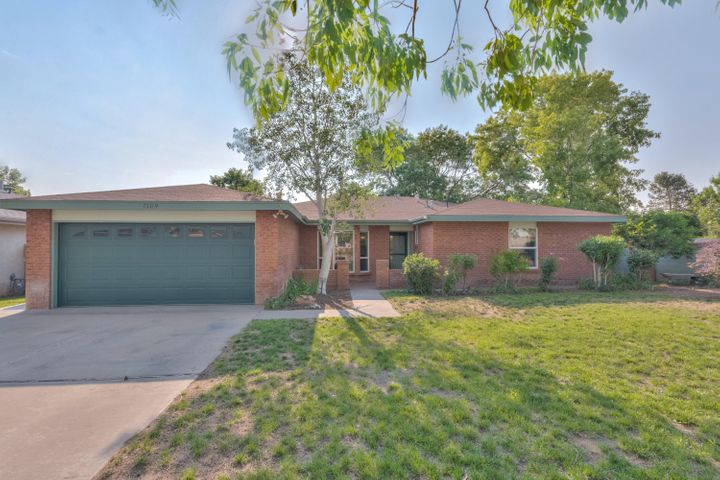 What a great home! Nestled in a quiet, mature neighborhood.Close to schools, shopping and parks! A lively floorplan to entertain in! Big windows let the beautiful New Mexico sunshine in to light up the home!