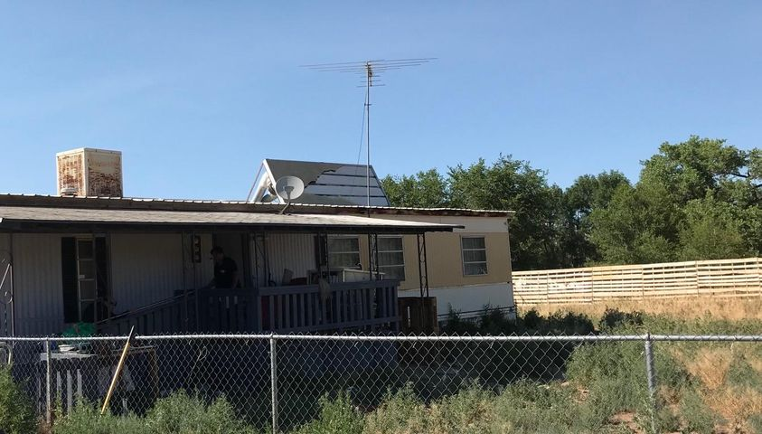 Mobile home located in Peralta on a spacious piece of land.