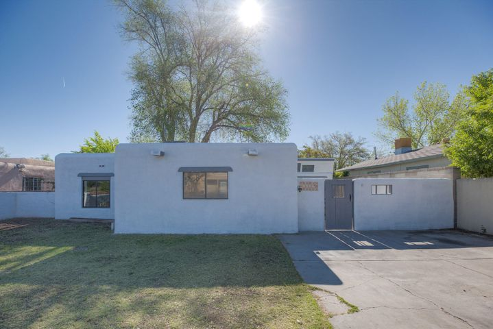 Must see near North Valley home.  Renovated, upgrades throughout to include; granite counter tops, stainless steel appliances, and refrigerated air!  Great location within 10 minutes of the Bosque and within close radius of major commuter routes. Come see this home today!