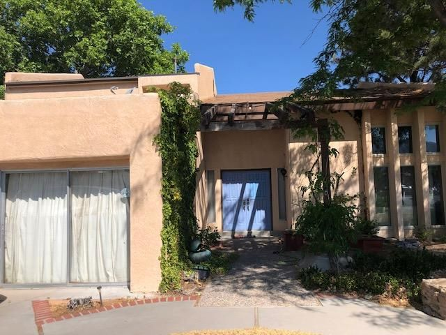 This is a short sale but GREAT BUY!! four possibly 5 bedrooms, approximately 3000 square feet, little sweat equity and you'll have the dream home with a pool you've always wanted!  Come look, soon!