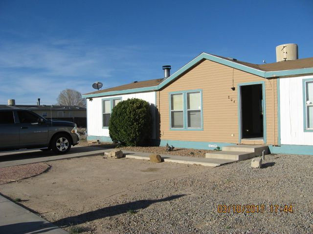Nicely located on the Westside of Belen with easy access to I-25 and beautiful mountain views. This 3 bedroom and 2 full baths has two living areas with a dining area just off the kitchen. Skylights give natural lighting in the kitchen and master bath. There is a fireplace in the main living area for those chilly nights. The laundry room is conveniently located off the kitchen with it's own outside entrance. City water and sewer services. Don't miss out on great starter home.