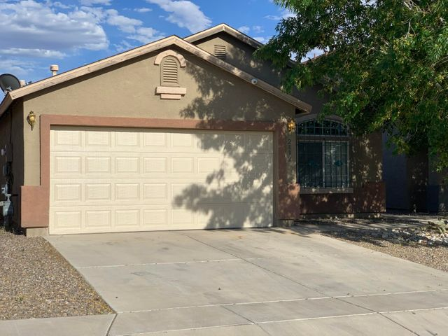 Beautiful house front to back and Everywhere in Between!!! Low maintenance landscaping Front and Back, Vaulted Ceilings, Large Master with separate Garden Tub and Shower +++ Much Much More....