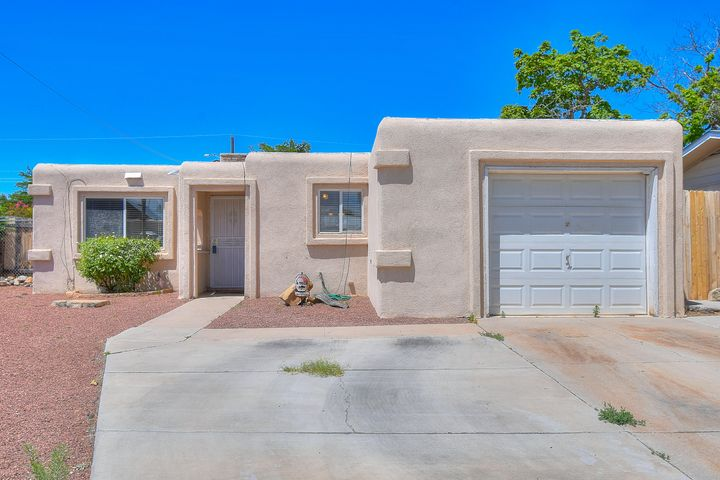 Charming house in the South Valley! Large backyard with oversized patio