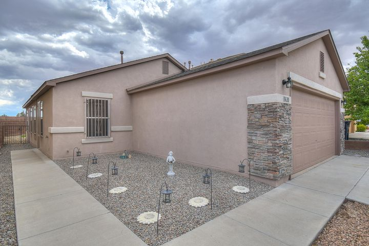 Enjoy the great amenities this gated community has to offer! The ownership shows in the residents as well as the lot it sits on! This single story home offers a bright and airy floor plan with functionality. Retreat to the low maintenance backyard, great for entertaining! And minutes away is the community pool and park. Make this yours today!