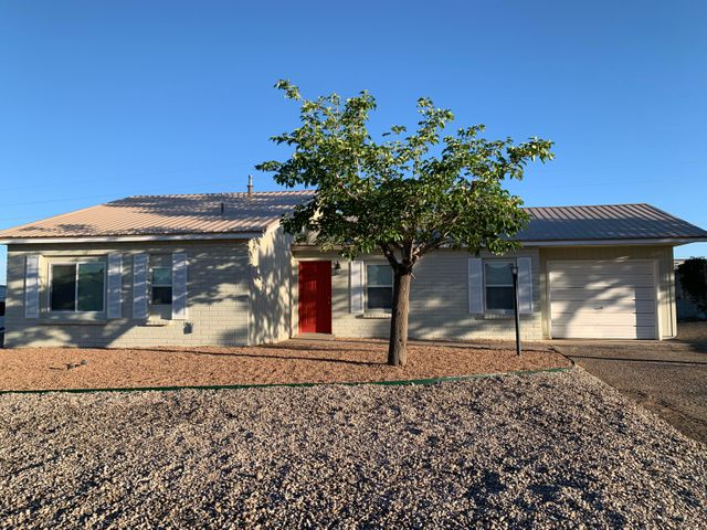 Views, Views, Views!!!Beautiful Remodel Home!  Spacious Living room with tile Floors open to Kitchen.  Kitchen comes with Breakfast bars, Granite countertops, New Cabinets, New Fridge, Stove, Dishwasher and Microwave.  Home has new Windows, Roof, AC unit and Furnace.  All on .25 Acre lot.