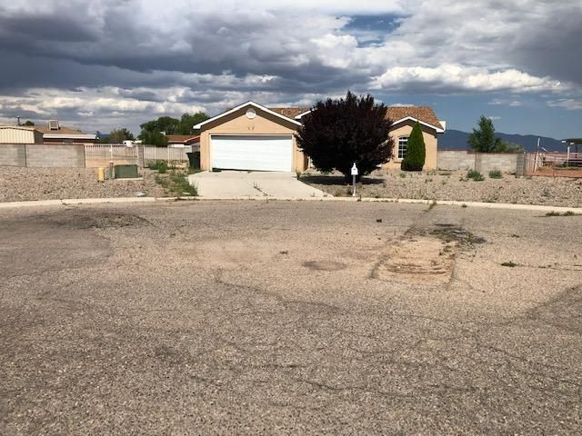 Come take a look at his great opportunity perfect for the handyman or Investor! This home needs work but has great features throughout with a large kitchen with open view to the living area, spacious living room, patio and huge backyard, close to shopping, schools, highway. This is a great home with possibilities at an excellent price. Come take a look!