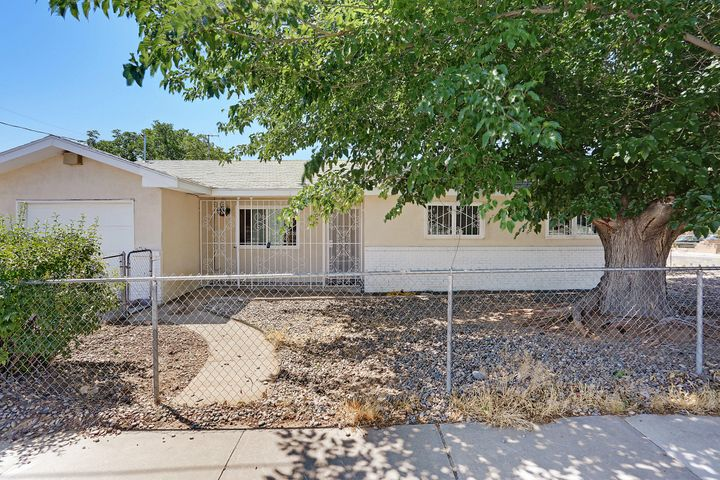 Come see this Beautiful 3 bdr 2 bth home located on a corner lot!!  Remodeled in 2017! Granite in kitchen, Stainless Steel appliances, Washer and Dryer CONVEY! This one is a must see, Dont miss out!