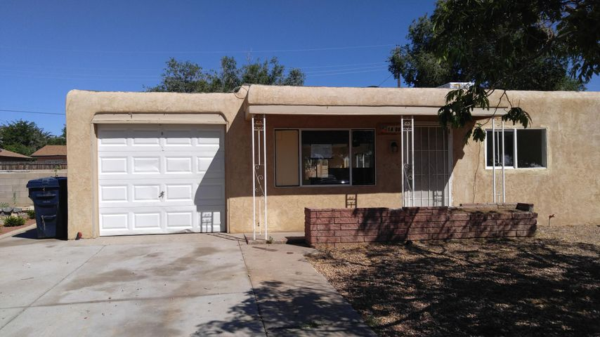 HUD Homes are Sold '' AS IS''To Make Offer go to:  www.HUDHomeStore.comCase # 361-407758Ranch Style 3 bedroom / 1 bath walking distance to Vista Verde Park.Huge Backyard for  children play area  or great garden or both.  Roomy Den and open floor plan.