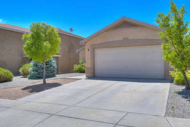 Excellent single-story home in Ventana  Ranch! Great floor plan offers spacious bedrooms, enough room for the entire family to enjoy. Recently installed roof, master cooler and is in walking distance to community parks, pool, and walking trails. Don't miss out schedule a showing today!