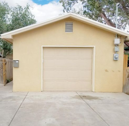 Move in ready!  Built in 2005, this downtown home offers 3 bedrooms 2 full baths, refrigerated air! This home is located within walking distance of Old Town. Quick access to the amenities of downtown living. Easy access to freeways. Currently has a converted heated garage can be used as an office, game room or 2nd living area.    Has a separate entrance if needed.  Can be easily converted back into a single car garage.  You can not beat this price! Old town/downtown living without the hassle of older home repairs!