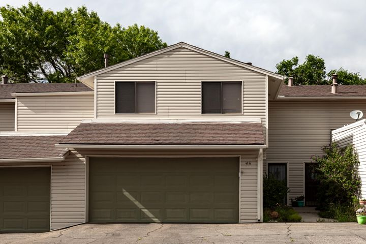 Fantastic location in the heart of Northeast Heights at ''The Shores'' planned community minutes to uptown Trader Joe's, other stores and Mountains.  Open functional concept townhome features walls of windows and plenty of natural daylight. Soaring ceiling in the dining room.  Living room is  graced by  custom wood-burning fireplace making you feel warm. Spacious kitchen features tons of cabinets and countertop space perfect to wake up that amazing cook in you.  All bedrooms are upstairs.  Luxurious master suite has an enormous walk-in closet. Shores community features a country clubhouse, amazing swimming pool, exercise room, duck ponds, grassy areas behind the townhomes providing peace and serenity. Friendly community. Your oasis is waiting for you.