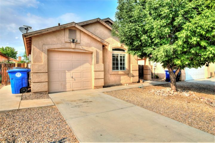 Great starter or investment! Open floor plan with living area and eat-in kitchen, high ceilings and lot of light. Ample sized backyard waiting for your personal touch. Close to shopping, schools and Presbyterian Rust Medical Center.