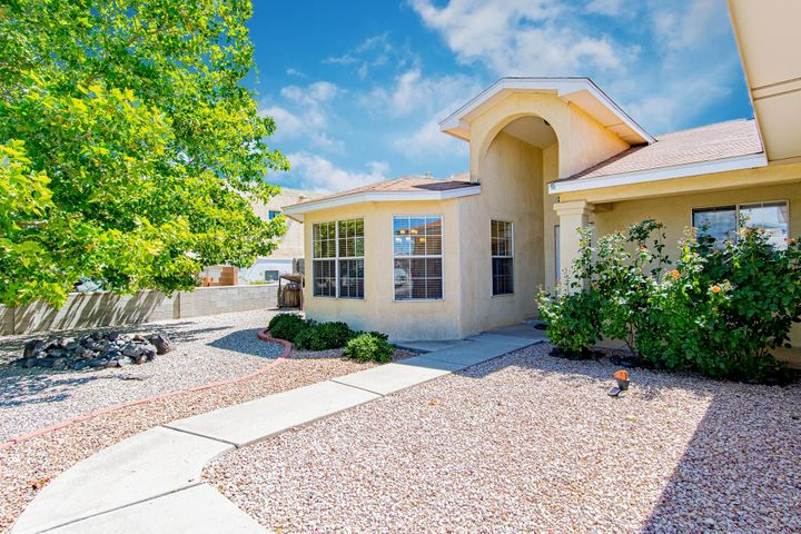 Stop this is your next home, this home features wide open spaces with custom fireplace and great size rooms, New carpet through out. Step outside and experience an amazing oasis in the desert. This home will not last long so schedule your tour today!