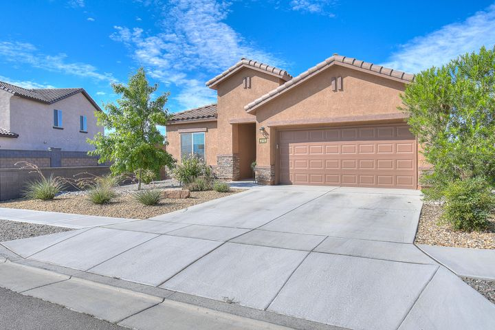 Offered by original owners this immaculate home offers an open concept/split floorplan.  Kitchen features room to entertain...gas stove with custom backsplash, stainless steel appliances with dark cabinets and granite countertops.  Enjoy cozy fall evenings by the gas fireplace.  Master bath boasts garden bathtub with seperate shower and his/her sinks.  Backs to open space, no neighbor on SE side.  Come see this beautiful home today.