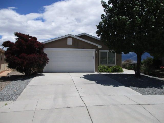 Open floor plan, recent updates, landscaped, covered patio, large back yard with magnificent views of mountains and park.  Great location close to schools, shopping and the new city center.  Move in ready