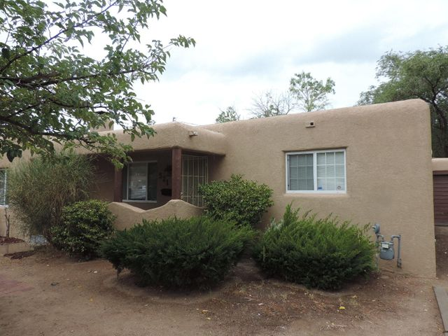 321 Washington St NE, Albuquerque, NM is a single family home that contains 1,756 sq ft and was built in 1948. It contains 3 bedrooms and 1.75 bathrooms.