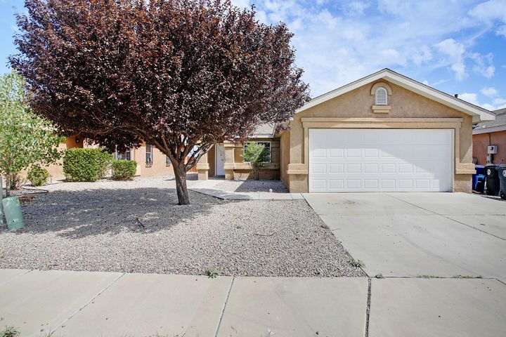 Move in Ready.  New Carpet, new paint, New stainless steel appliances.  open floor plan, covered patio, Walk in closet.