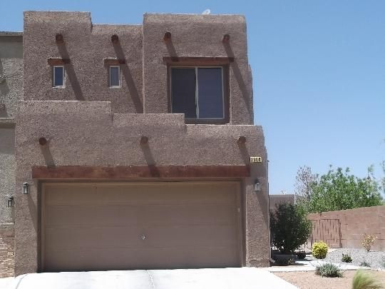 Gated community well kept attached home. Both bedrooms are master bedrooms with walk in closets. Stainless steel appliances make the kitchen beautiful. Corner unit for space.