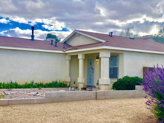 Great 3 Bedrooms , 2 Bath, 2 Car Garage On A Huge Corner Lot,You'll Find A Bright Open Great Room the Leads to a Classy Kitchen with Breakfast Bar... Beautiful And Well Maintained