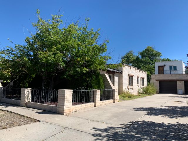 Located in the heart of Belen, close to schools and shopping. Come see this beautiful that sits on a large lot and has tons of  potential as a investment property or as your own personal home. Call Today!!