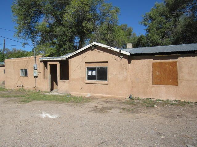 South Valley property located on an almost quarter acre lot. Come see the potential and if this property will work for your needs!
