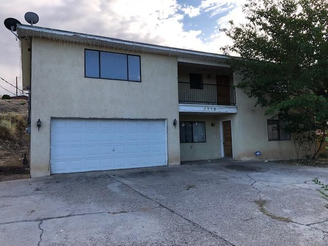Home needs some updating and also a new roof (currently leaking) but what an amazing find so much potential here! Spacious rooms, private yard, near schools, shopping and parks, huge living room, 2 garage, private yard. Excellent Price! Come take a look!