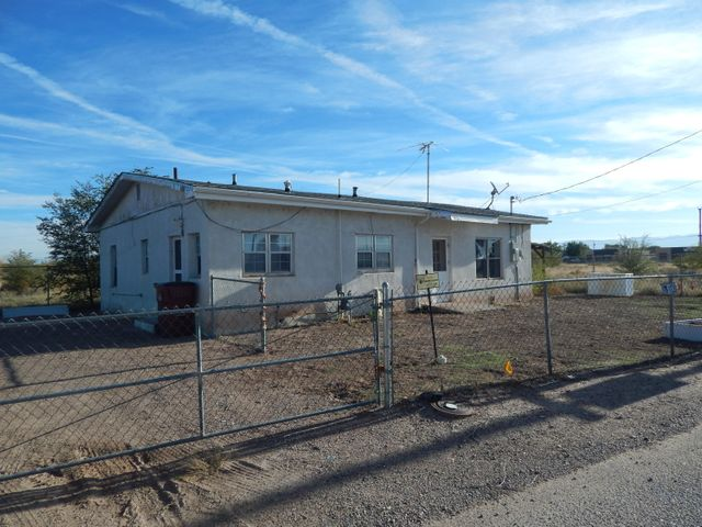 3 bedroom, 1 bath, 1,338 sq ft in convenient Belen location.  Completely fenced with plenty of space to park extra vehicles.