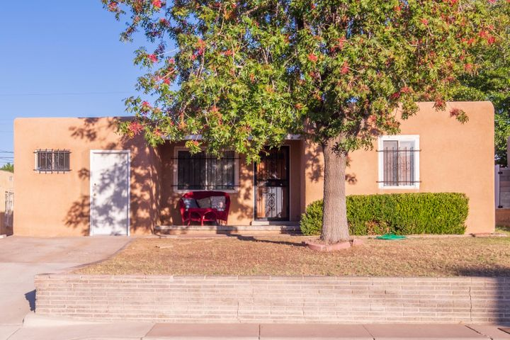 Great home in UNM South area featuring 3 bedrooms, 1 Bathroom, 2 living areas, large backyard with large storage shed. Refinished and stained hardwood floors, updated kitchen, newer AC all conveniently located to UNM, the hospitals and freeway access. Great investment home.