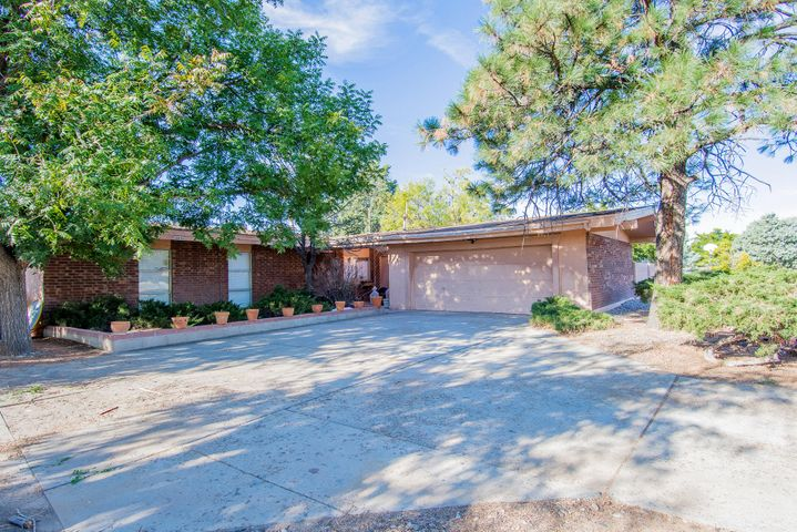 Nestled within walking distance from Paradise Golf Course. This charming 3 bedroom 2 bath comes complete with 2 living areas, a wood burning fireplace and a backyard boasting 4 ponds that  is perfect for entertaining! This house is waiting for you to make it your home! Schedule your private showing today!