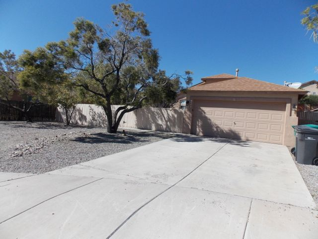 Clean home and ready for  your buyer,Move in ready, Tile flooring throughout the home, Enchanted Hills area, Home locate on  a Cul-de -sac. Offers a nice Floorplan with 2 living areas, Nice size rooms, near parks, schools. Extra large lot  .16 acres. short distance drive to Santa Fe.