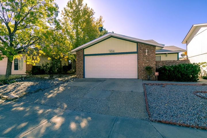 MUST SEE, One level,3 bedroom,2 bath, 2 car garage. Light and bright, move in ready! Vaulted ceilings, fireplace and security door, Private front courtyard off master bedroom,  private enclosed rear yard, turf in back yard.  THIS ONE WON'T LAST LONG!!!