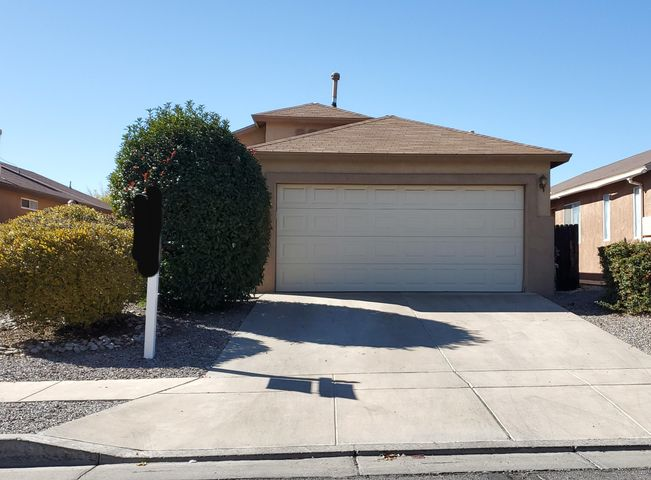 Welcome Home! Beautiful 3Bd 2 bath home in Gated community! New Carpet, Fresh paint throughout. Fireplace, vaulted ceilings. Master bedroom has 2 closets (one is a walk in) quick access to freeway and shopping. Make this your new home!