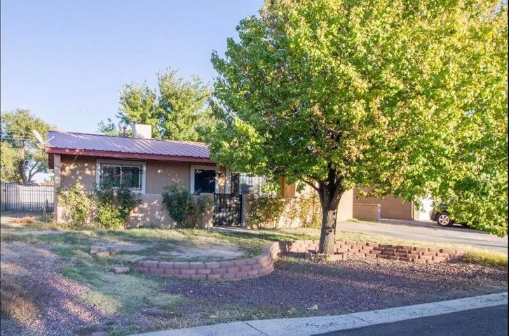 Great 3 bedroom home located in the heart of the south Valley! Priced to Sell and won't last long. Pro-Panel Roof, Wrought Iron around the home, with the possibility to have back yard access and landscaped yard.