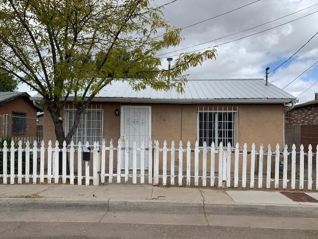 This 2 bedroom, 1 bath home is located in the downtown Albuquerque area. Close to I-25 & I-40 and downtown businesses and shopping, as well as public transit. Lots of possibilities with this property!