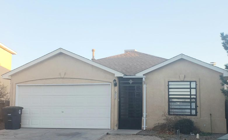 Stillbrooke home located in the Vista Pacifica subdivision. Home features 1,321 sf with 2-3 bedrooms, 2 bathrooms. Large kitchen area opened to the living room. Living room has a gas fireplace. Make this home your own!
