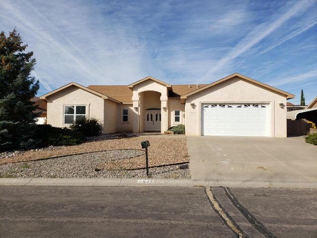 Custom home in Western hills area of Rio Rancho.  2 living areas, formal dining, spacious kitchen, open to family room and breakfast nook, with pantry.  Custom gas fireplace in family room, master suite, separate from the other 2 bedrooms, with separate tub & shower, jetted tub, double sinks and walk-in closet.  Separatelarge laundry room, new carpet, 2 x 6 construction, hot water gas baseboardheating with 3 zones.  Over-sized 2-car garage and sun room which is not includedin square feet.