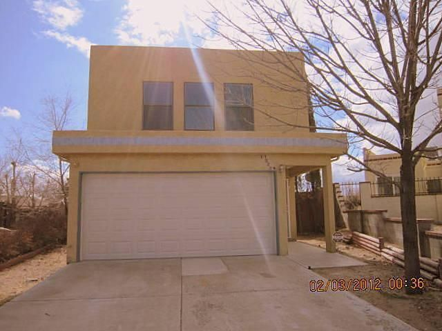 This lovely 3 bedroom 3 bath home backs up to a city owned park, near major shopping, and great schools.The master bedroom has its own privet bath and plenty os storage throughout. Also, a new roof was just installed on November 6, 2019. The seller is offering a $2,000.00 paint and carpet credit at closing to help refresh this amazing home! Enjoy a fast commute and relaxed living.