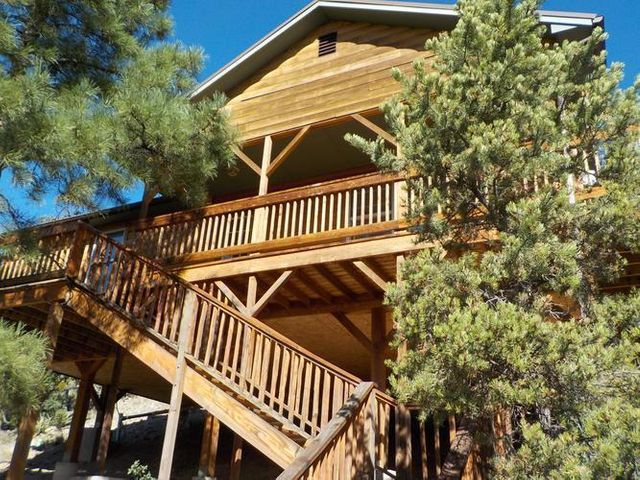 Gorgeous views from this high mountan beauty. This two bedroom, two bathroom home sits on 1 acres with astonishing views of Redondo Peak and Cat Mesa. Inhale and relax as you enjoy mountain living among the peachful atmosphere of nature and wildlife. This home is build to be your permanent or vacation home. Just minutes away from Soda Dam, hot springs, camping, fishing, hiking and so much more.