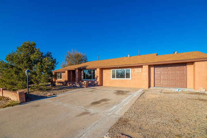 Don't miss this Large home inside and out, with backyard access! This home offers 2 living areas, updated kitchen and bathrooms, new carpet and windows! Perfect if you are looking for tons of space including storage, and hobby room. Schedule your viewing today!