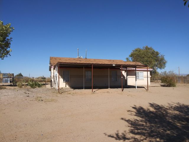 GREAT STARTER!  4 BEDR00MS  WITH OPEN FLOOR PLAN!!  LARGE LOT--CLOSE NEIGHBORS AND ONLY BOUT 45 MINUTES TO ALBUQUERQUE!!  SOME PAINTING HAPPENING A D OTHER REPAIRS!!    HAS 2 CAR CARPORT!!