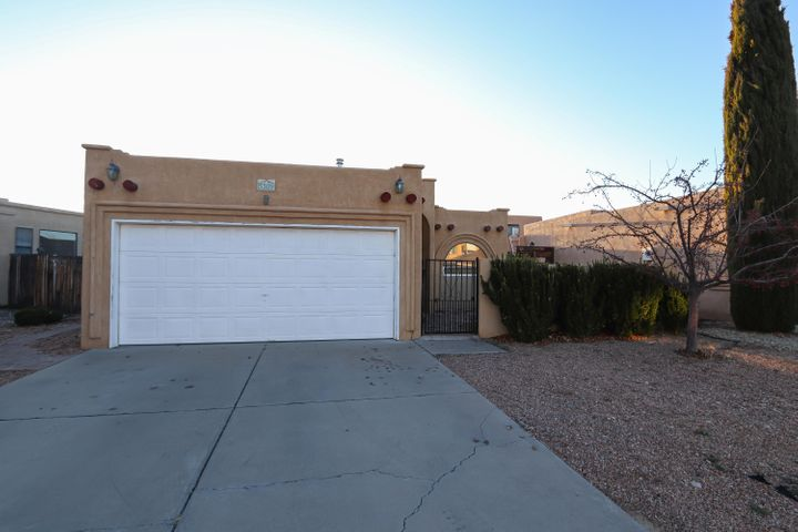 Great location and well maintained - and this house is ready for new owners to make it a home!