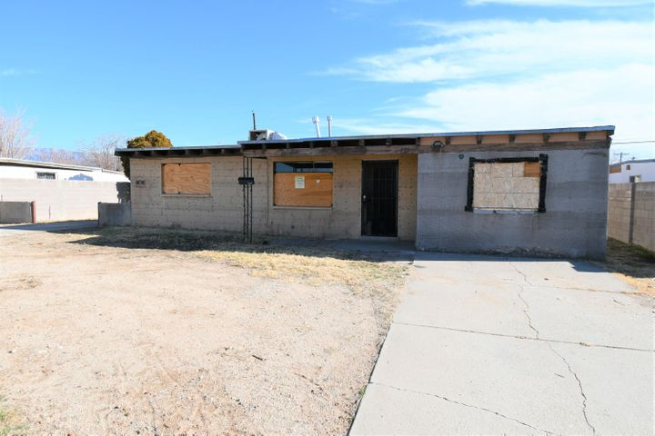 Great location on this single story home. Close to shopping, schools, fairgrounds and main streets, with easy access to the freeway. Home sits on a very level usable lot with backyard access. This is a 2 bedroom house, both bedrooms are 11.11 x 11.03. Home also features a Living Room and an oversized Den with a brick facade wood burning fireplace plus a converted garage area at the Southwest side of the home and a small bonus room to the Southeast side of the home. This is an excellent floor plan with lots of options for any buyer -owner occupant or investor alike.