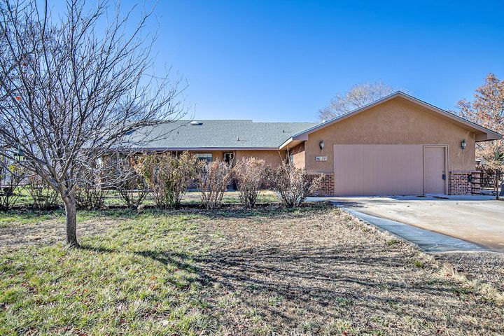 Dont miss out on this short term oppertuninty to own a beautiful home in Bosque Farms, NM.  This coveted suburb area is conveniently located right in the heart of the city, and within mins of everything you could ever need.  Less then 20 mins outside of Albuquerque it is the perfect kind of country living.  Come see this beautiful home today.